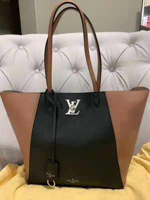 Louis Vuitton Cabas Lockme Go tote Rose Gold and Noir for Sale in Goodyear, AZ