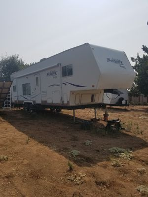2003 Toy Hauler Thor Wanderer 32ft Fifth Wheel for Sale in Fallbrook, CA