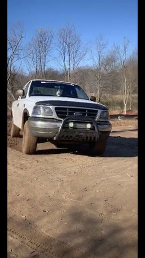 1999 Ford F-150 XL 4x4 for Sale in Charlotte, NC