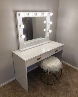 Beautiful Vanity Mirror and Desk Set! for Sale in Las Vegas, NV
