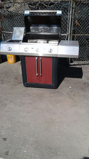 Let Get Those Steaks Sizzling For Dinner Or Just Have Burgers and Hot Dogs With The Family Working Propane Char Broil RED BBQ Grill for Sale in Hollywood, FL