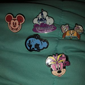Disney Trading Pins Bunch 5 For $15 for Sale in Phoenix, AZ