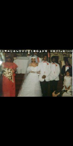 VINTAGE LACY WEDDING DRESS HOOP AND VEIL for Sale in Detroit, MI