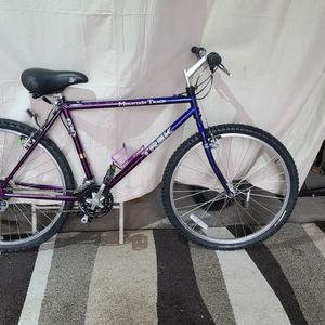 "Trek 830 mountain bike. 26"" wheels, 19"" frame. DELIVERY AVAILABLE for Sale in Mendon, MA"