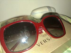Burberry sunglasses for Sale in Washington, DC