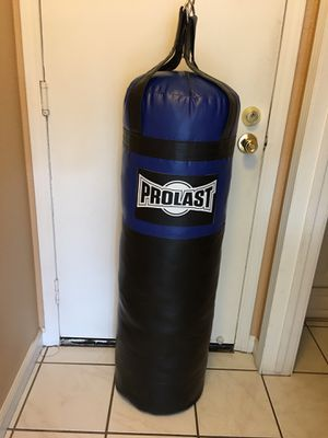 PUNCHING BAG BRAND NEW 100 POUNDS for Sale in Fontana, CA