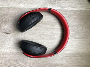 Beats studio 3 used black & red for Sale in Orlando, FL