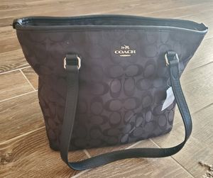 Authentic Coach handbag for Sale in Hesperia, CA