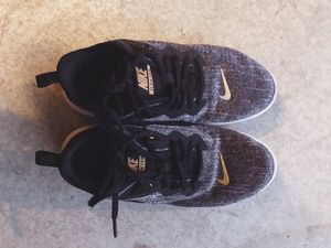 Nike shoes black and gold size 6.5 for Sale in Lake Forest, CA