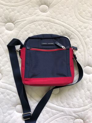 Tommy Hilfiger hand bag for Sale in Bonsall, CA