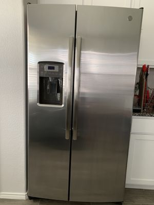 GE refrigerator. Perfectly condition for Sale in Fort Worth, TX
