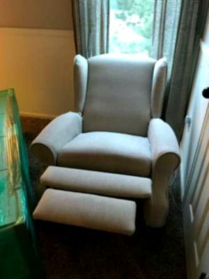 Nice Leather Recliner for Sale in Hensley, AR