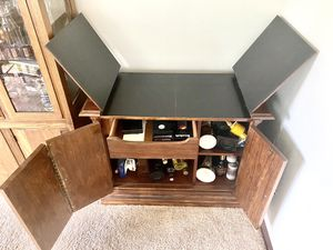 Vintage Top Opening Wet Bar Cabinet for Sale in Renton, WA