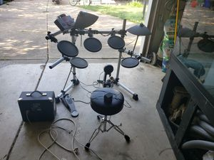 Yamaha electronic drums with fender amp. for Sale in Brook Park, OH
