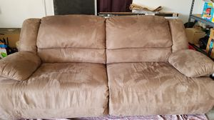 Recliner couch great condition for Sale in Cincinnati, OH