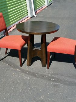 """West Elm 32"""" Round Table X 30.5"""" High Table, Chairs Included. for Sale in San Diego,  CA"""
