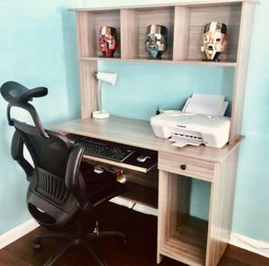 New Desk with hutch (chair not included) for Sale in Miami Beach, FL