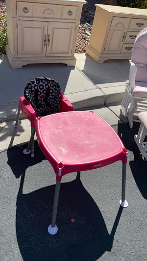 Free kids table and chair for Sale in Las Vegas, NV