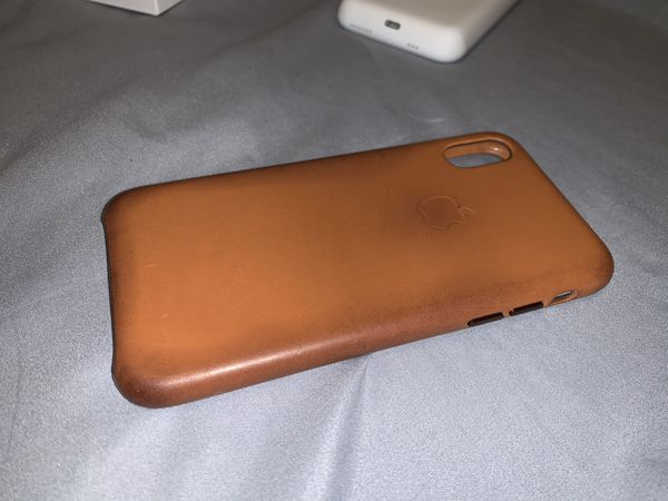 Unlocked iPhone XS 64 GB + Apple Cases