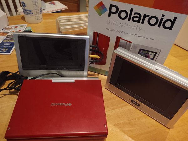 Portable Polaroid DVD player w 2 screens