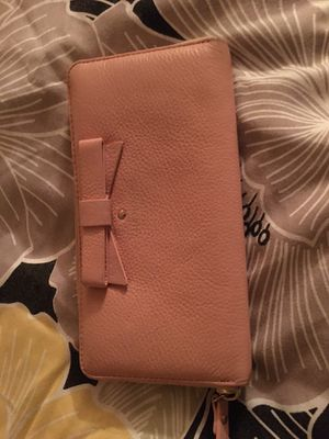 Light pink Kate spade wallet. Good condition. FCFS. No holds please. Awesome price for Sale in Palmetto, FL
