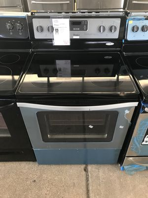 Whirlpool electric range with 4 burners and an oven for Sale in Houston, TX