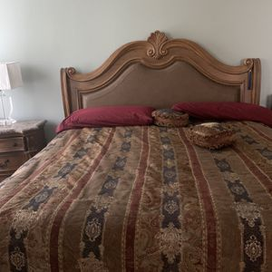 Harvety's King Size Bedroom Set for Sale in New Port Richey, FL