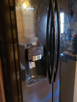 Refrigerator Samsung. Side By Side for Sale in Gold Bar,  WA