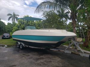26' Cat Deck Boat. Hugh, engine is a 200 Yamaha SWS 2 for Sale in Miami, FL