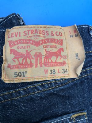 Mens levis 501 button fly jeans size 38x34 for Sale in Oxon Hill, MD