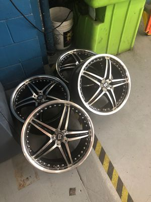 18 Inch Motegi Racing rims for Sale in Tampa, FL
