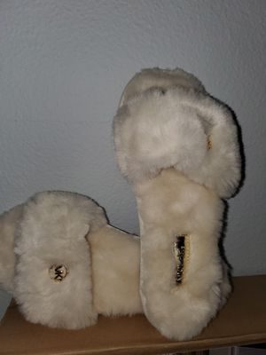 House slippers Michael kors for Sale in Los Angeles, CA