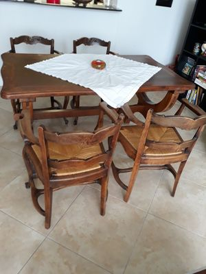 French provenszal antique table and chairs for Sale in Miami, FL