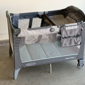 Graco Pack N Play With Newborn Attachment for Sale in Gilbert, AZ