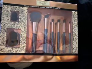 Makeup brushes for Sale in Rancho Cucamonga, CA