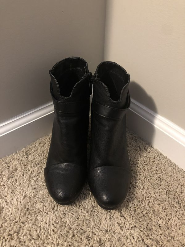 Black Womens Size 7.5 Boots