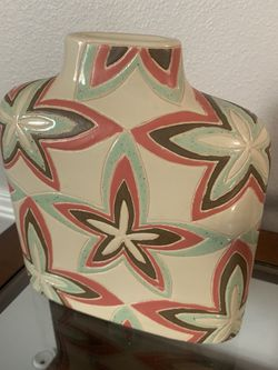 Wide square vase, with flowers and orange colors for Sale in Maple Valley,  WA