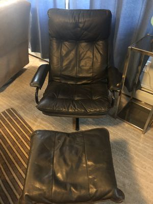 Mid century swivel chair and ottoman for Sale in North Royalton, OH
