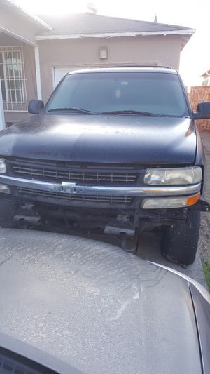 Tahoe 2001 parts truck for Sale in Culver City, CA