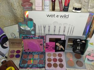 Lashes, shadows, contour, bronzing & more for Sale in Caseyville, IL