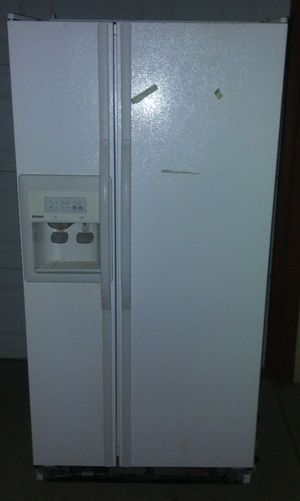 Kenmore fridge freezer with ice maker and water dispenser for Sale in Sacramento, CA