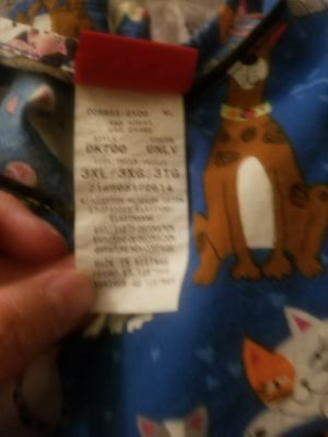 Scrubs size 3x and 2x for Sale in Glendale, AZ