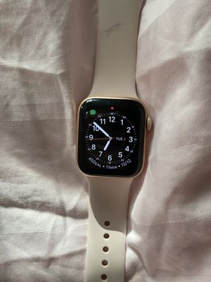 Apple Watch series 4 GPS for Sale in Salem, OR