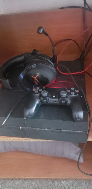 Ps4 w turtle beach headset for Sale in Stanford, CA
