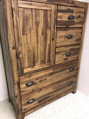 6 piece king size wood Bedroom set for Sale in Salt Lake City, UT