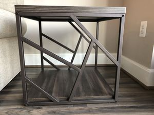 End table w side designs -Reston VA for Sale in Reston, VA