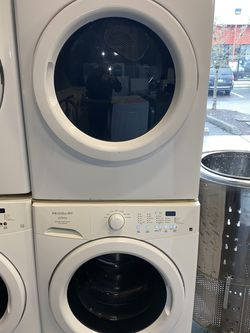 FRIGIDAIRE LARGE CAPACITY WASHER DRYER ELECTRIC SET for Sale in Portland,  OR
