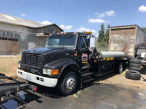 1999 international flatbed tow truck for Sale in Fresno, CA