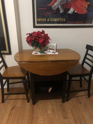 Kitchen table with 2 chairs for Sale in New York, NY