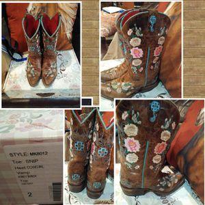 Macie bean girls boots sz 2 for Sale in Alamo, TX